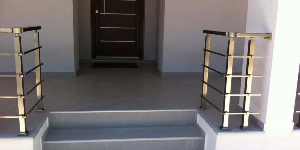 rapsomanikis glass - aluminum railing